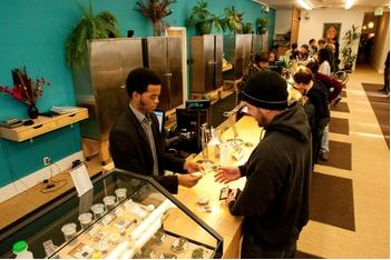 World's Largest Marijuana Dispensary Offers Bonus For