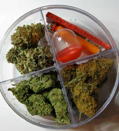 how to open a weed jar