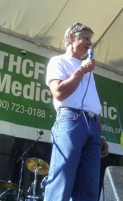 gov gary johnson hempstalk 2010.jpg