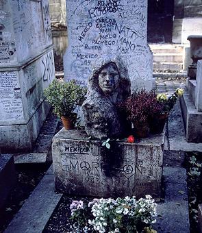 jim-morrison_s-grave-at-pere-lachaise-cemetery-in-paris-7.jpeg
