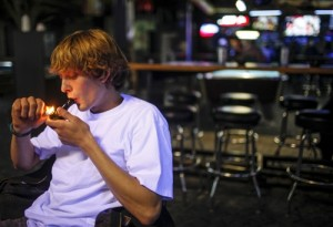 frankie-sports-bar-smoking-marijuana-inside-hemp-beach-tv-hbtv-300x205.jpeg