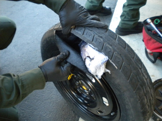 drugs-in-tire_us-border-patrol-thumb-560x420.jpg