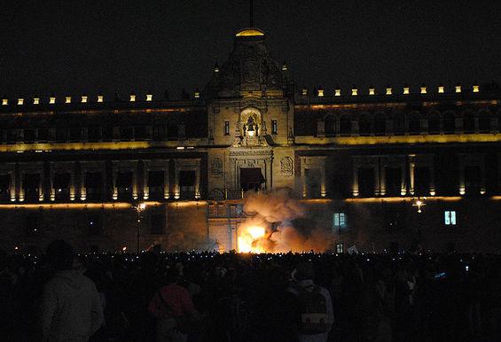 Mexico_protest_fire_wiki_ProtoplasmaKid-thumb-565x386.jpg