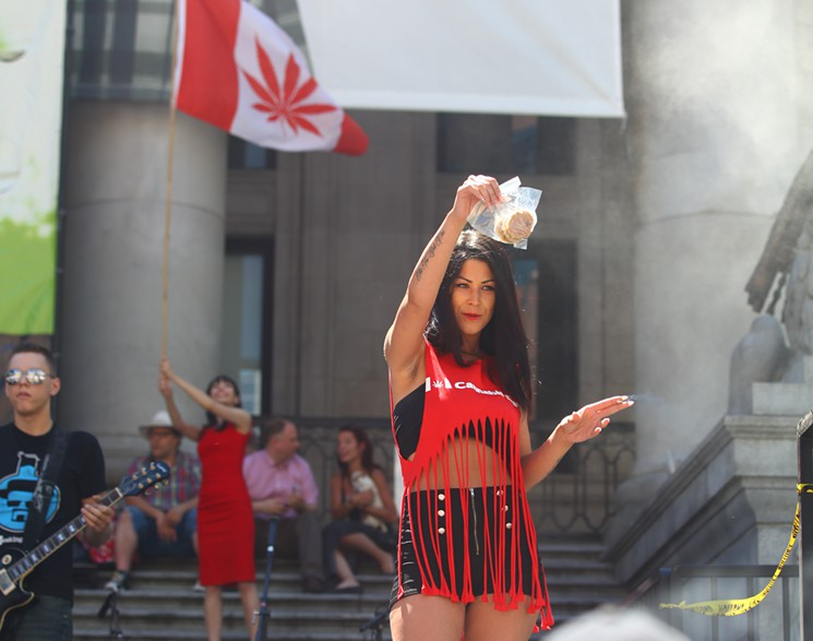 canada-pot-girl-flickr-2