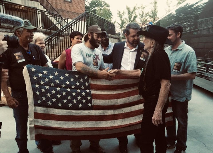 michael-bowman-willie-nelson-hemp-flag-2013-courtesy-one-time (1)
